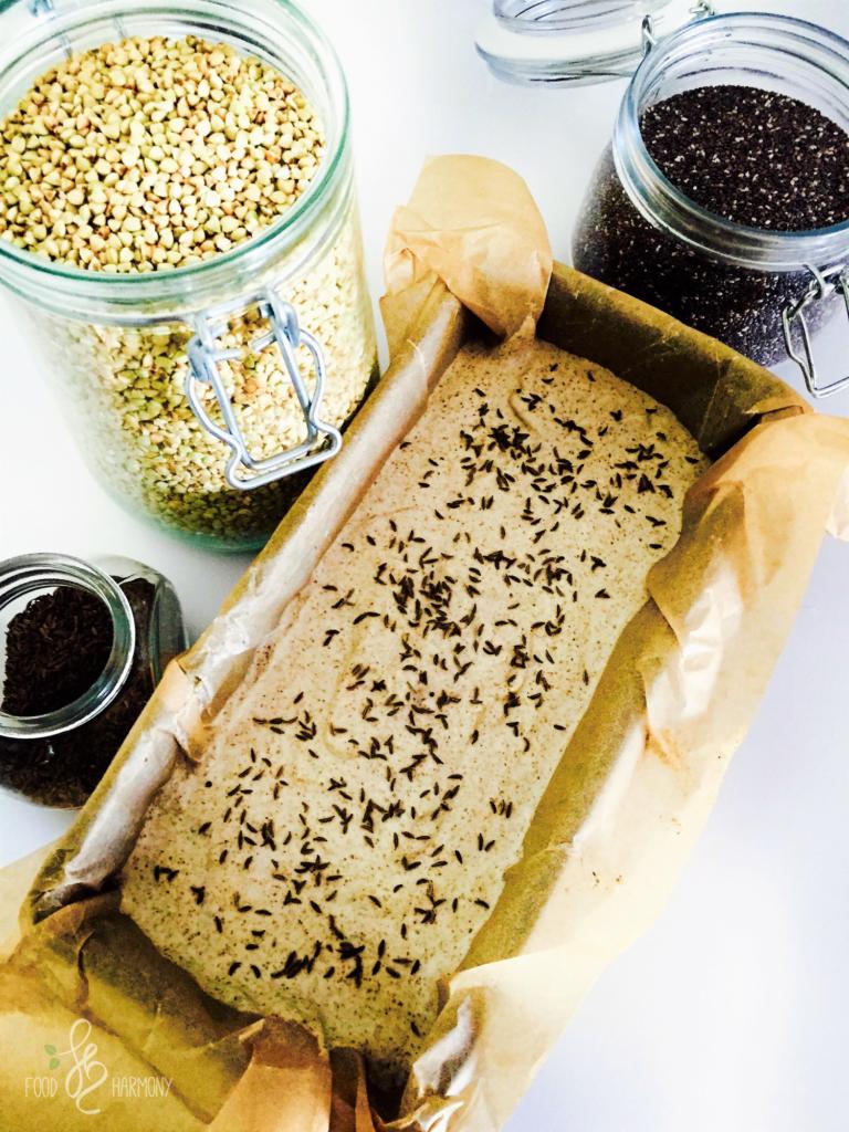 Bezglutenowy chleb z kaszy gryczanej i nasion chia