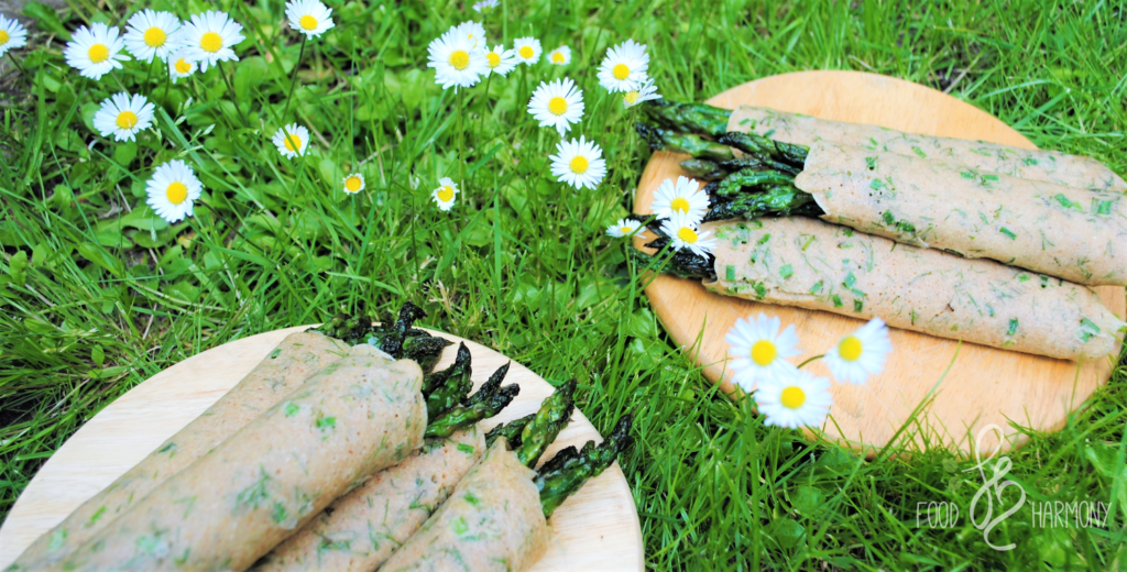 Naleśniki gryczane z ziołami i szparagami