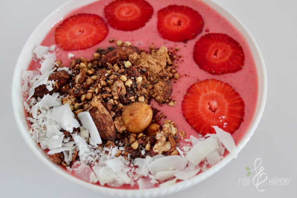 Truskawkowa smoothie bowl