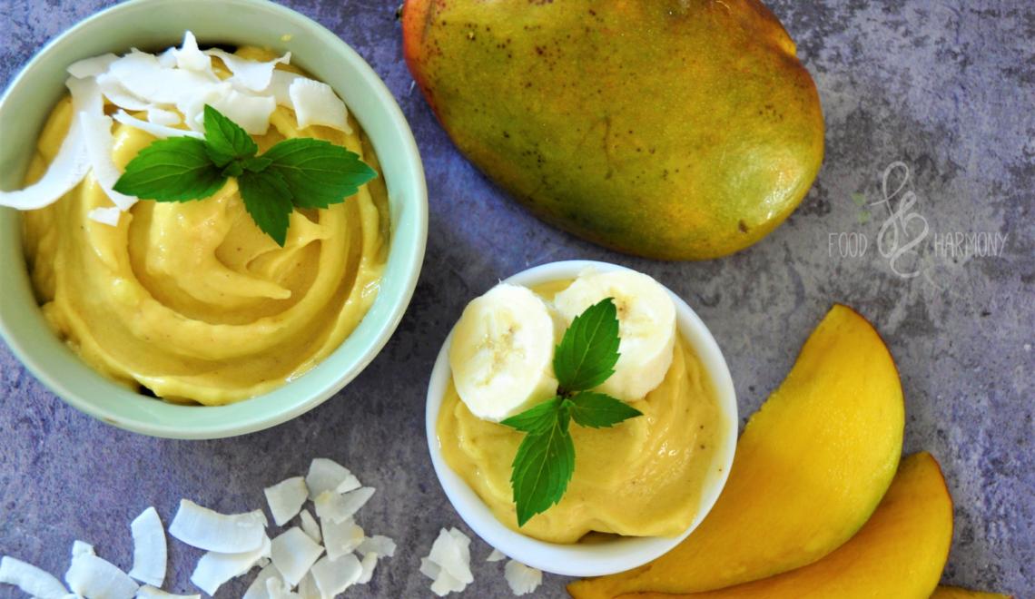 Egzotyczne lody z mango i ananasa