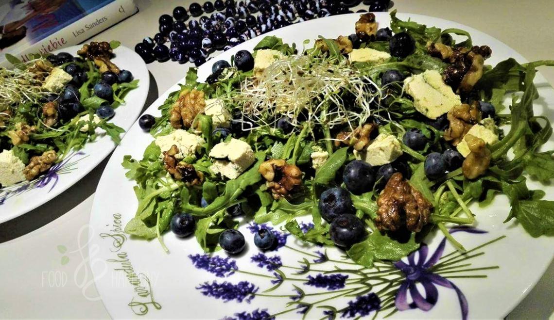 Sałatka z gorgonzolą i borówkami
