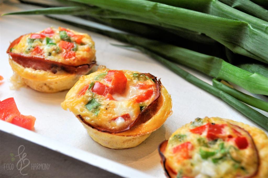 Śniadaniowe muffinki owinięte boczkiem