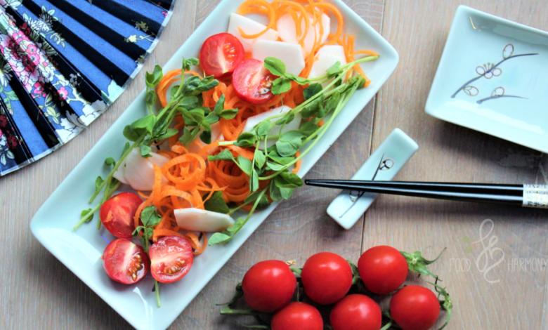 Photo of Szybka sałatka warzywna z orientalnym dresingiem z pasty miso i pomarańczy